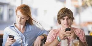 Il envoie des coeurs par SMS à d'autres filles, que faire ?